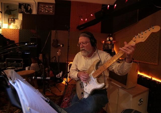 4 JB RECORDING RICHARD HUGHES GUITAR(3) (640x452)