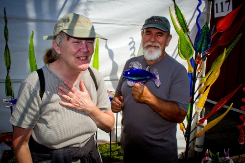 Glass artists and WLM members Jan Swalwell and Rob Adamson of Island Art Glass were doing a swift trade during the festival. Here they take a moment to clown around with a blue glass fish.