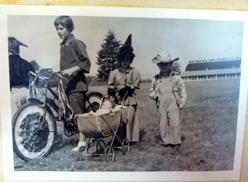 Going to the fair; from the archives of the Island County Fair History Room. (Photo courtesy of Timothy Hull)