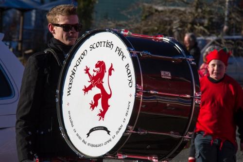 Crhistmas Parade 2013_Wash. scottish pip band Welton photo Dec072013_0256 (500x333)