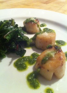 Brown butter caramelized scallops, wilted kale greens with cilantro chutney paired with SDW 2013 Pinot Gris (photo by Karen Krug)