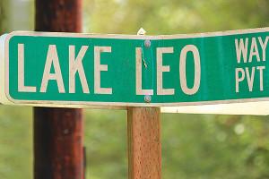 From Crawford turn onto Lake Leo Way (photo by Martha McCartney)