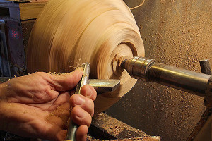 The gouge removes layers as the lathe spins the attached wood. (photobyMartha McCartney)