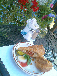 A sandwich at P.S.Suiss in the Langley Village (photo by the author)