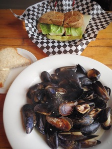 Plentiful Penn Cove Mussels (photo by Sam McCarthy)