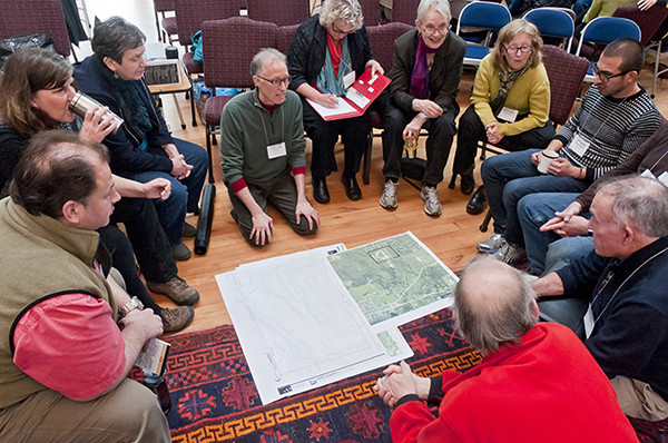 Ross Chapin presenting his plan for community development of a 40 acre parcel in Langley on Whidbey Island (photo by Eric Neurath)