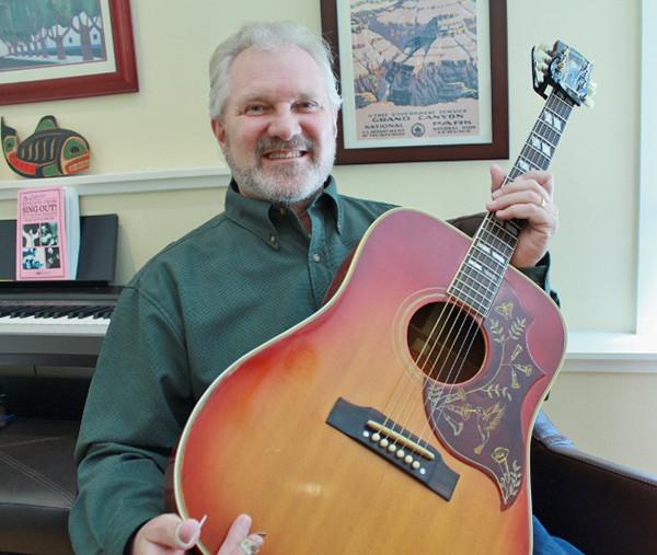 Al Benson and his prized Gibson Hummingbird  (photo by Martha McCartney)