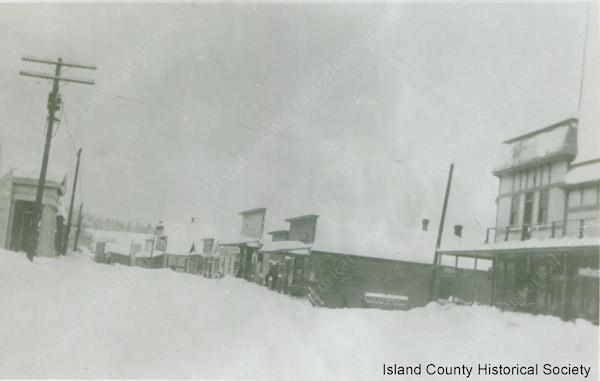Oak Harbor snow fall (not in July), 1916.
