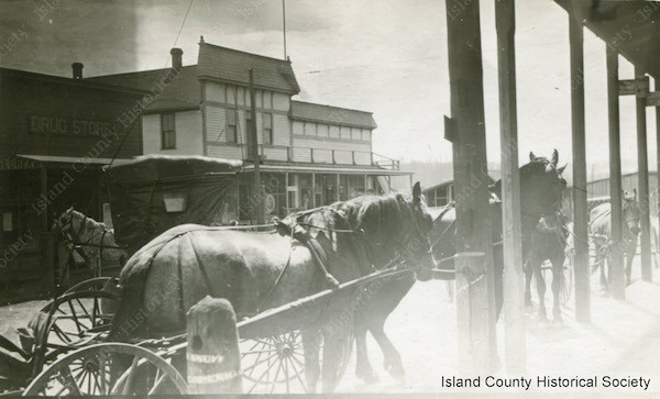 Horse and buggy transportation in Oak Harbor in 1912