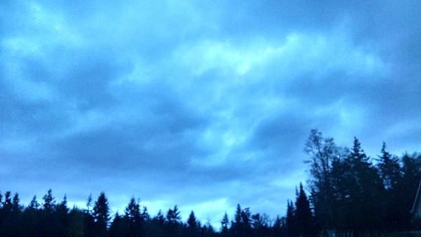 Strange Sky-hiding Sky (photo by the author)