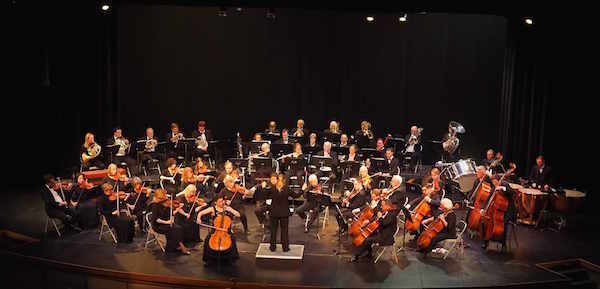 The Saratoga Orchestra with their conductor, Dr. Anna Edwards (photo courtesy of the Saratoga Orchestra)