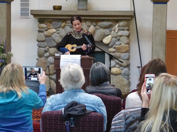 Hannah Tinti sings a song 'bout a' trying and a'trying…to write!   (photo by the author)