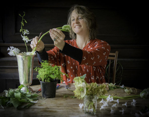 Tobey Nelson of Vases Wild selects owers for an arrangement. Photo by Marsha Morgan