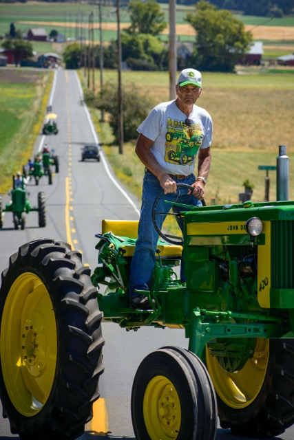 Tractor Parade Seat : Tractors on parade john deere enthusiasts converge